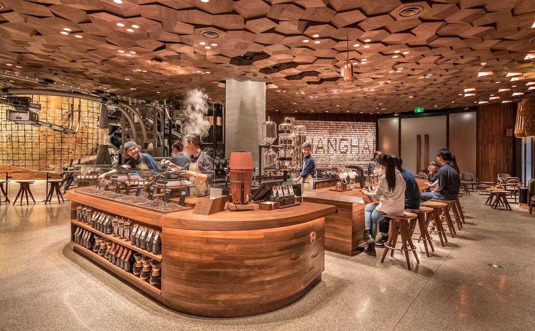 Coronavirus, Starbucks riapre a Shangai ma il caffè soffre